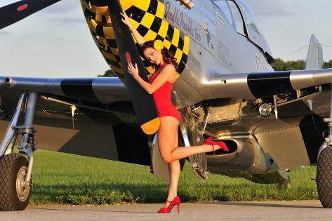 sexy 1940 39 s style pin up girl posing with a p 51 mustang l mina fotogr fica en. Black Bedroom Furniture Sets. Home Design Ideas