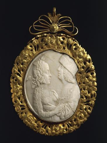 Shell cameo pendant representing lovers set in embossed gold frame shell cameo pendant representing lovers set in embossed gold frame 16th century lmina gicle aloadofball Choice Image
