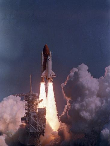 Space Shuttle Discovery Lifts Off Photographic Print