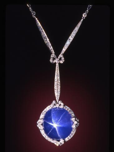Star Sapphire Necklace Valokuvavedos