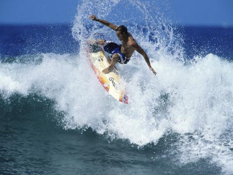 Surfer Riding a Wave Lámina fotográfica