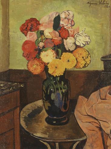 vase of flowers on a round table vase de fleurs sur une table ronde 1920 giclee print by. Black Bedroom Furniture Sets. Home Design Ideas