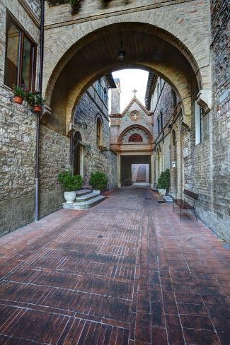 Brick Pathway to Monastero S. Croce Catholic Church Lámina fotográfica