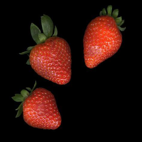 Three Strawberries on Black Background Valokuvavedos