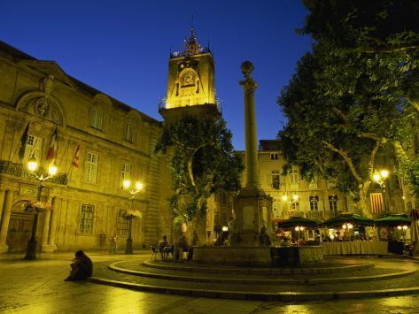Place de l 39 hotel de ville after dark aix en provence for Ca bouche du rhone