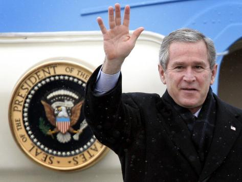 U.S. President George W. Bush Waves as He Steps out of the Air Force One Photographic Print