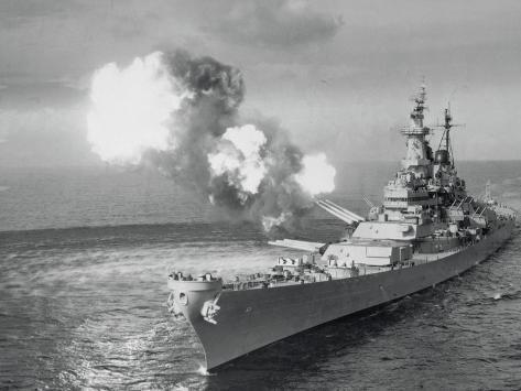 United States Battleship in the Ocean Stampa fotografica
