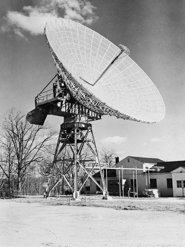 view-of-large-satellite-dish_a-G-12643238-14258389.jpg