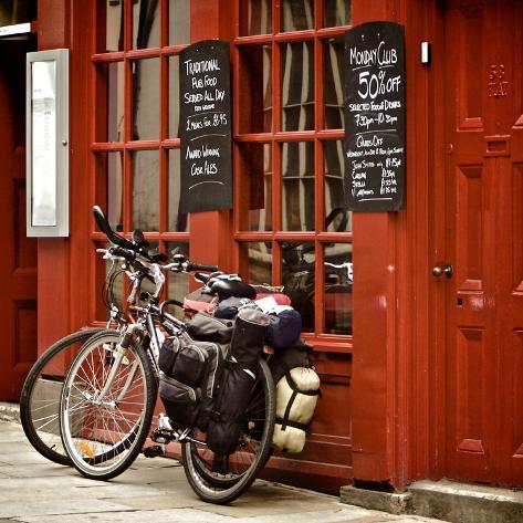 Bicycles on the British Pub, Durham, United Kingdom Stampa fotografica