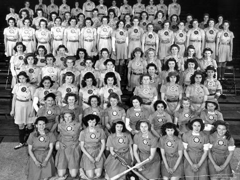 all american girls league All-american girls professional baseball league: all-american girls professional baseball league (aagpbl), american sports organization that, between 1943 and its dissolution in 1954, grew from a stopgap wartime entertainment to a professional showcase for women baseball players.