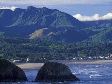 Haystack Rock at Cannon Beach, Oregon, USA Photographic Print