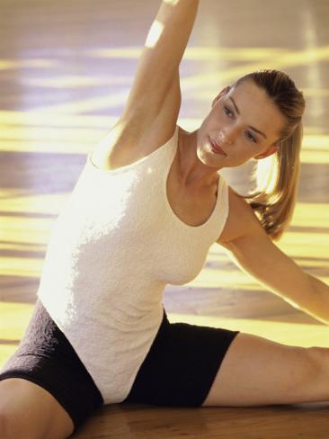 Woman Stretching Valokuvavedos