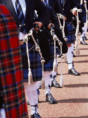 Bagpipe Players with Traditional Scottish Uniform, Glasgow, Scotland, United Kingdom, Europe Lámina fotográfica