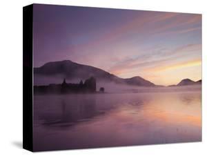 UK, Scotland, Strathclyde, Loch Awe, Kilchurn Castle by Steve Vidler