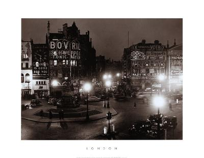 London, England, Piccadilly Circus at Night, 1949