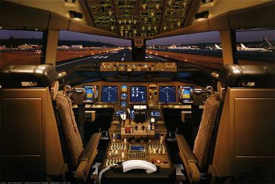 Boeing 777-200 Flight Deck