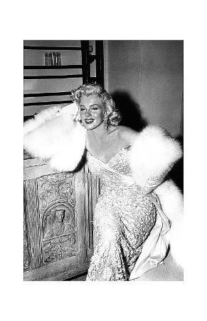 Marilyn Sitting