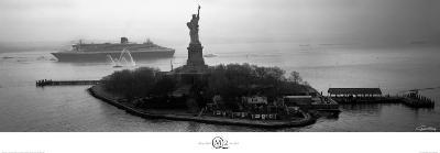 QM2 Liberty Island