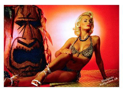 Pin-Up Girl: Holly Marilyn Tiki