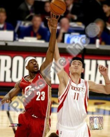 Lebron James and Yao Ming - '04 All-Star Game ©Photofile