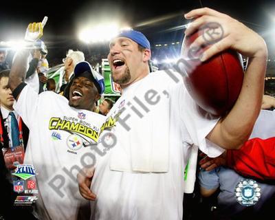 Santonio Holmes and Ben Roethlisberger celebrate - Super Bowl XLIII