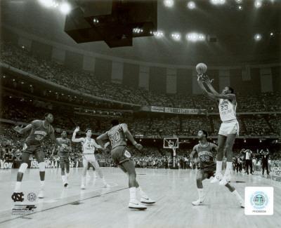 Michael Jordan shoots winning basket in UNC 1982 NCAA Finals against Georgetown
