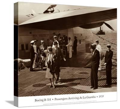 Boeing B-314, Passengers Arrive at La Gaurdia, 1939
