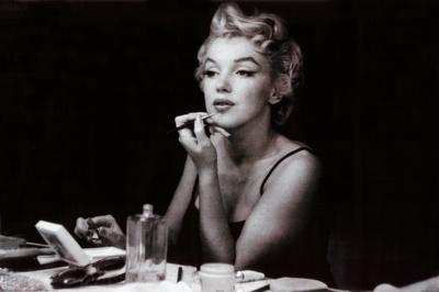 Marilyn Monroe In The Mirror Prints At Allposterscom