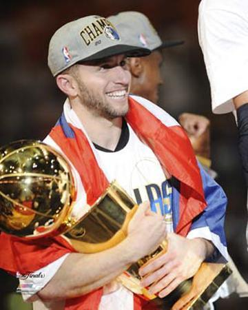 Dallas Mavericks - J.J. Barea w/ Championship Trophy