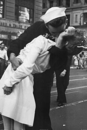 Kissing the War Goodbye Sailor and Nurse Art Poster Print