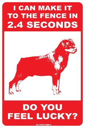 I can make it to the fence (Rottweiler)