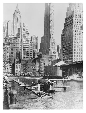 Airplane Landing in Manhattan, 1935