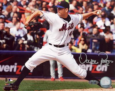 Oliver Perez 2008 Home Pitching vs Phillies Autographed Photo (Hand Signed Collectable)