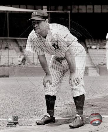 Lou Gehrig posed with his hands on knees.