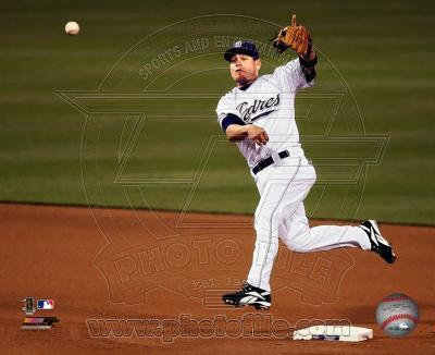 Marcus Giles - 2007 Fielding Action