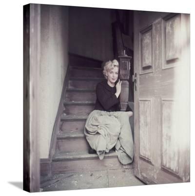 Marilyn Sitting On