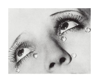 Glass Tears, 1932