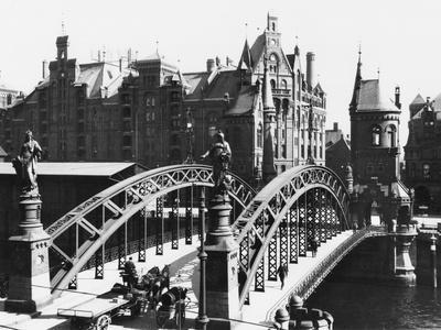 Bridge in the Speicherstadt (Warehouse City) Hamburg, circa 1910