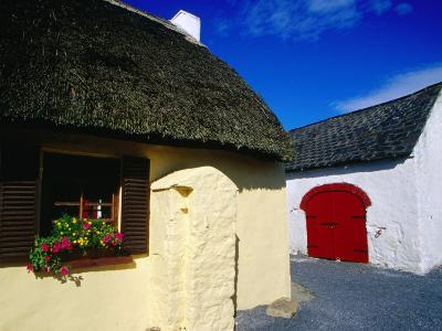 Thatched Pub on Dunmore Road in County Waterford, Munster, Ireland