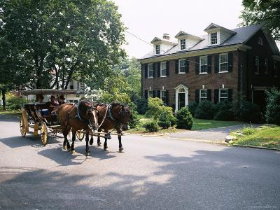 Horse and Carriage in Lee Avenue, Lexington, Virginia, United States of America, North America