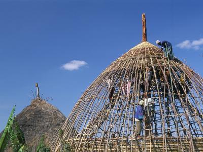 Building a Hut, Gourague Area, Shoa Province, Ethiopia, Africa
