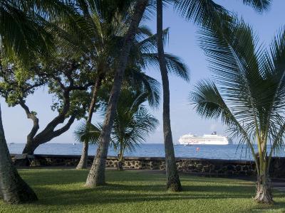 Beach with Cruise Ship off Shore, Kailua-Kona, Island of Hawaii (Big Island), USA