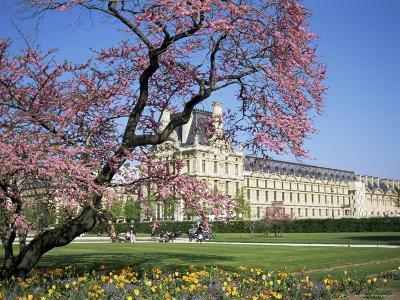 Jardin Des Tuileries and Musee Du Louvre, Paris, France