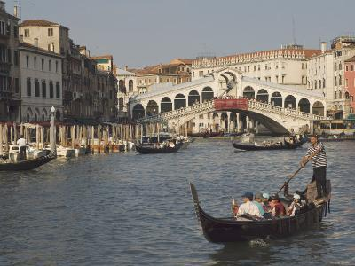 Gondolas on the Grand Canal at the Rialto Bridge, Venice, Unesco World Heritage Site, Veneto, Italy