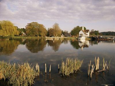 River Thames, Goring, Oxfordshire Berkshire Borders, England, United Kingdom