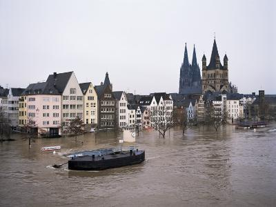 Floods in 1995, River Rhine, Cologne (Koln), Germany