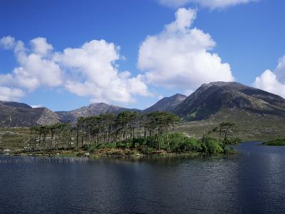 Derryclare Loch, Connemara, County Galway, Connacht, Eire (Republic of Ireland)
