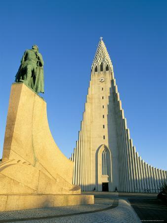Statue of Liefer Eriksson and Hallgrimskikja Church, Reykjavik, Iceland, Polar Regions