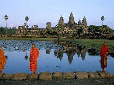 Monks in Saffron Robes, Angkor Wat, Unesco World Heritage Site, Siem Reap, Cambodia, Indochina