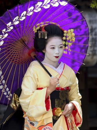 Geisha, Maiko (Trainee Geisha) in Gion, Kyoto City, Honshu, Japan